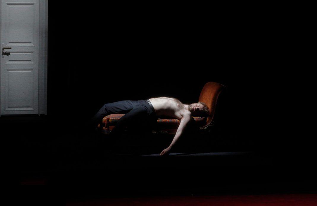 Britannicus - Racine - Comédie Française - Théâtre - Tragédie - Dominique Blanc - Syma News - Syma Mobile - Florence Yérémian - Stéphane Braunschweig - Politique - Pouvoir - Néron - Rome - Antiquité - Mort