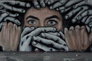 Free Speech - Parler sans peur - Jupiter Film - Julian Assange - Tarquin Ramsay -Film - Democratie - Jude Law - Syma News - Florence Yeremian - Internet - Syma Mobile