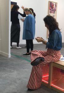 FIAC 2018 - Art Contemporain - Paris - Artistes - Paintings - Sculpture - Moderne - grand Palais - SYMA News - SYMA Mobile - Oeuvre d'art - Fashion - Girl - Fille - Beauty - Jolie - Robe - Dress - Smile - Fun - Florence Yeremian -