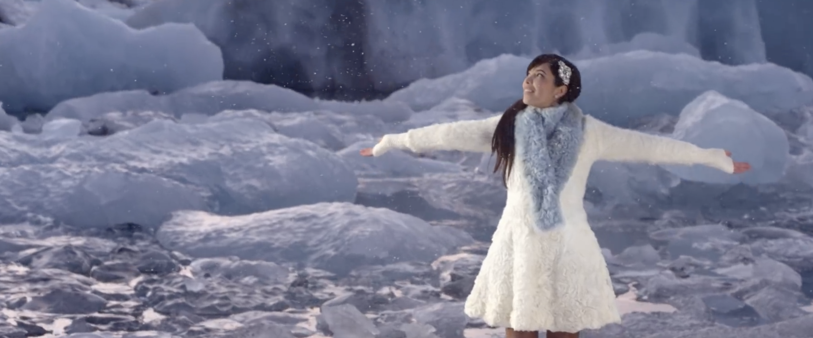 Indila - Love Story - Clip - Islande - Mini World -