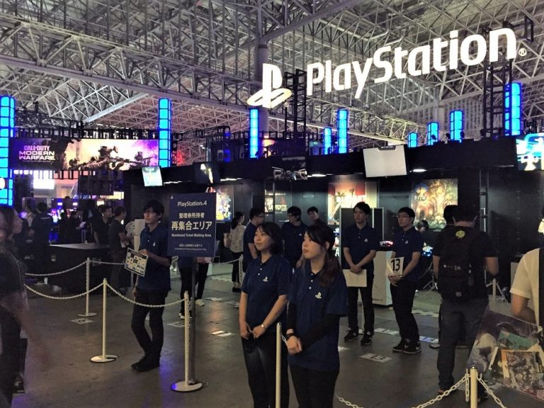 Tokyo Games Show TGS 2019 Sony Playstation PS4 Namco Bandai Sword Art Online RPG jeu de rôles Sega Sakura Taisen Final Fantasy SquareEnix Xbox One Yakuza 7 jeu vidéo Japon salon Genshin Impact miHoYo