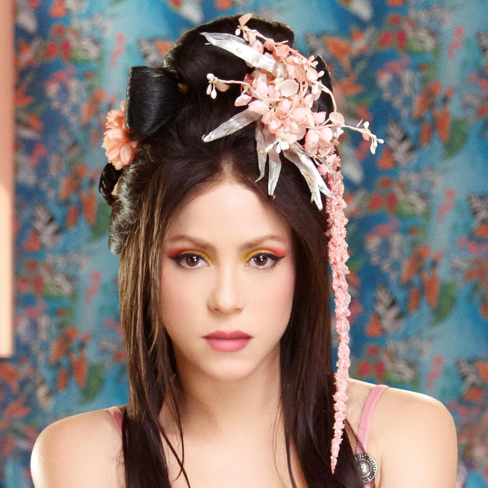 Shakira - Me Gusta - retour - single - look - brune