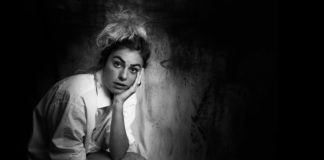 Eva Rami - comedienne - artiste - actrice - syma news - theatre - théâtre de la huchette - paris - spectacle - seule en scene - femme - florence yeremian - syma news