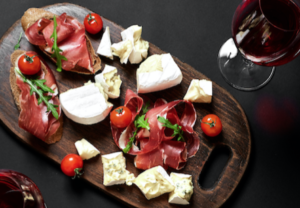 Planche vin fromage charcuterie