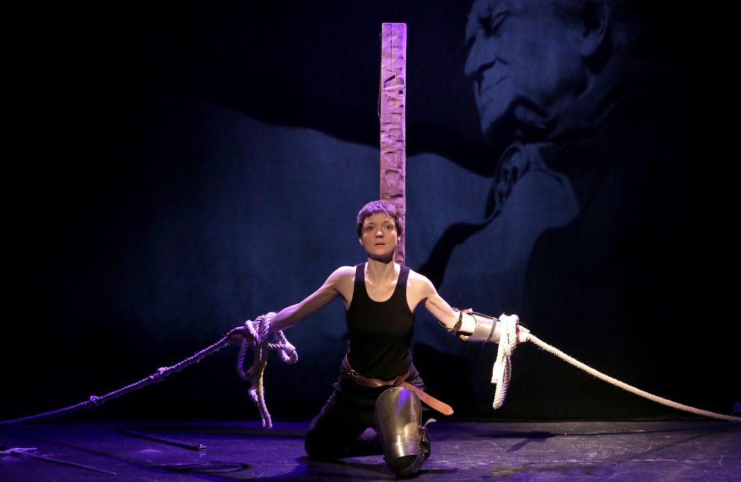 jeanne d'Arc - jeanne darc - theatre - contrescarpe - severine cojannot - monica guerritore - florence yeremian - syma - syma news - heresie - bucher - dieu - foi