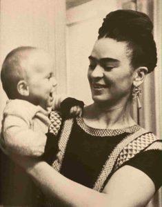 Frida kahlo - syma news - florence yeremian - galerie de linstant - Julia Gragnon - expo - exposition - lucienne bloch - artiste mexique - femme - photo - photographe - exhibition - paris - usa - mexico - noir et blanc
