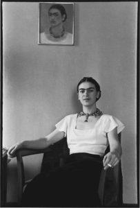 Frida kahlo - syma news - florence yeremian - galerie de linstant - Julia Gragnon - expo - exposition - lucienne bloch - artiste mexique - femme - photo - photographe - exhibition - paris - usa - mexico - noir et blanc - portrait -
