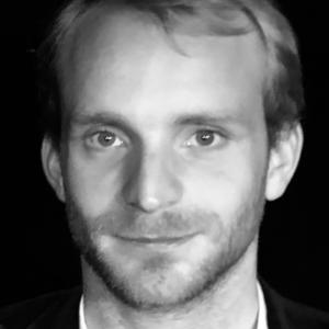 Simon-Heulle-acteur-comedien-huchette-theatre-syma-news-yeremian