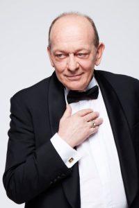 Stephan-Wojtowicz-comedien-theatre-syma-news-gopikian