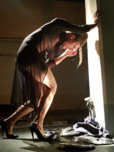 Geoffrey Rouge carrassat - acteur - comedien - theatre - Théâtre des déchargeurs - Paris - spectacle - seul en scene - monologue - gay - homo - homosexualité - LGBT - Roi du silence - Piece - drame - colere - auteur - syma news - florence yeremian