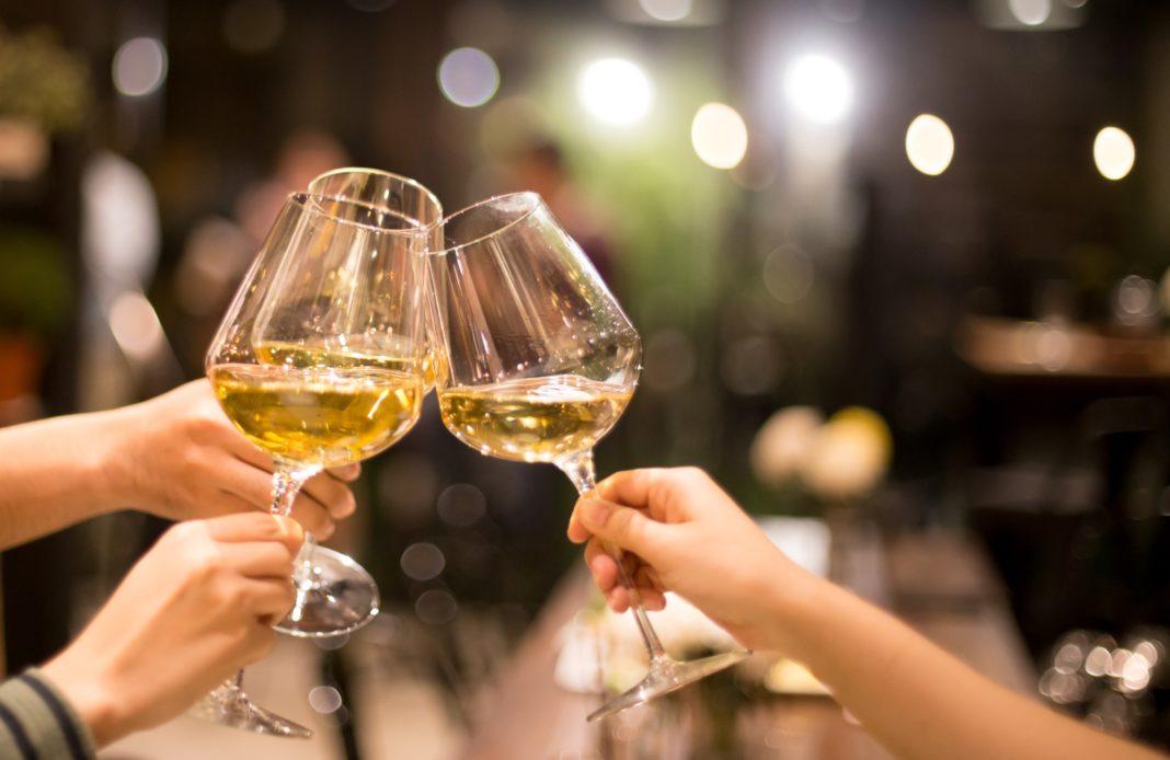 syma news - art de vivre - yeremian - vin - champgane - festif - apero - deconfinement - vignoble - drink - fete - convivialite
