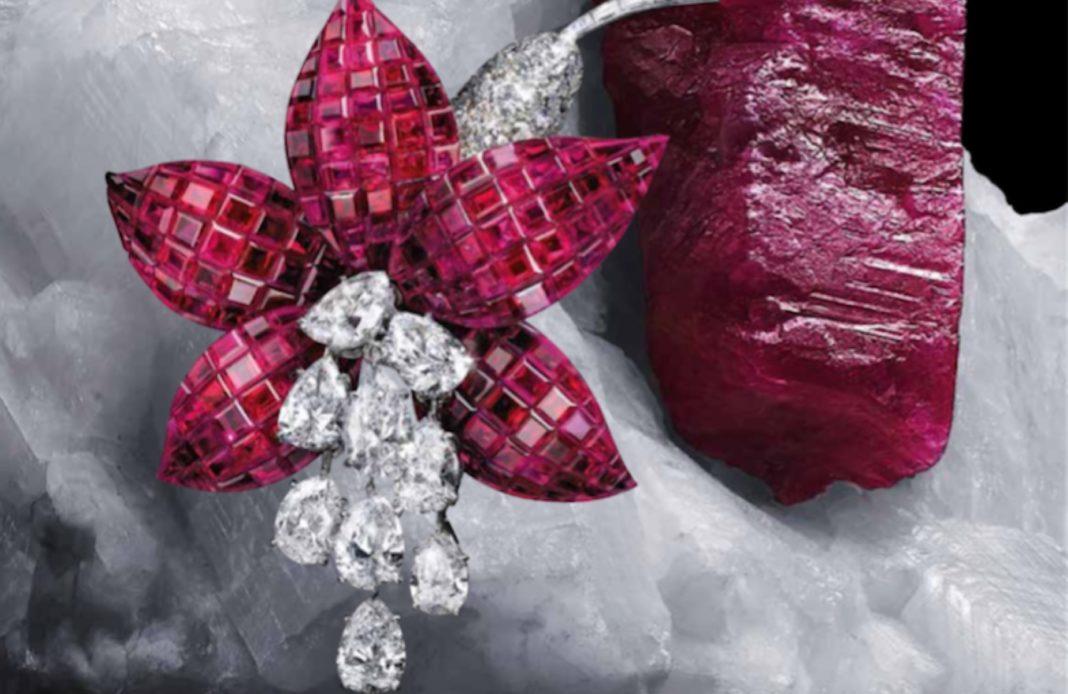 Clip Fuchsia, 1968 Platine, or jaune, Serti Mystérieux rubis, diamants Collection Van Cleef & Arpels