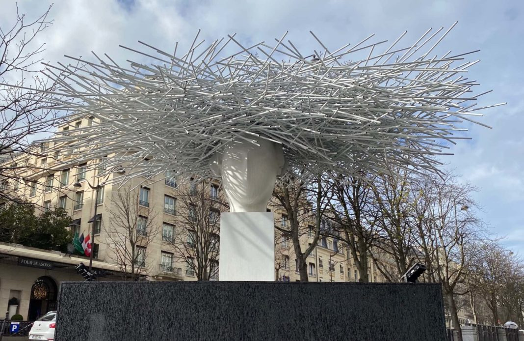 manolo-valdes-sculpture-avenue-george-v-syma-florence-yeremian.jpg